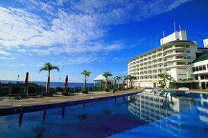《かりゆしビーチリゾート・オーシャンスパ》<br />東シナ海を望む丘の上に建つ8万坪のリゾート♪<br />海を見渡せるアロエ入りの露天風呂が人気!