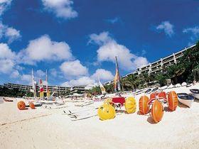 《ムーンビーチパレスホテル》三日月型の美しい<br />天然ビーチ「ムーンビーチ」を有するホテル!<br />広々した客室でのんびり♪オーシャンビュー指定!