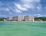 《恩納村/リザンシーパークホテル谷茶ベイ》沖縄海岸国定公園に<br />位置する大型リゾートホテル☆目の前には800mもの白砂が<br />続く天然ビーチ!嬉しいオーシャンビュー指定♪